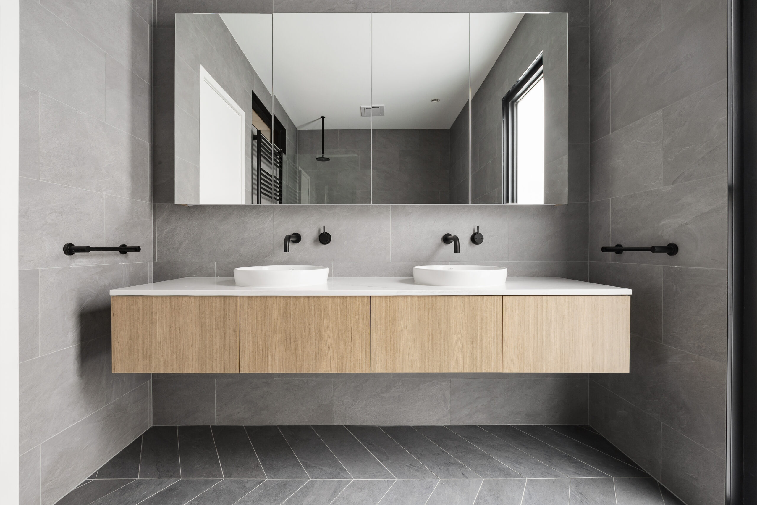 bathroom-vanity-G93Q4HD